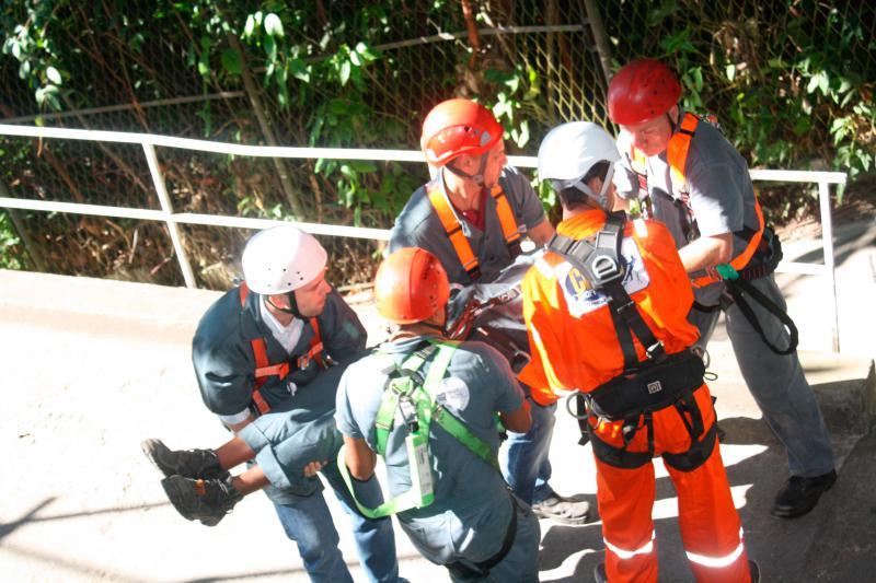 Equipe de resgate para trabalho em altura
