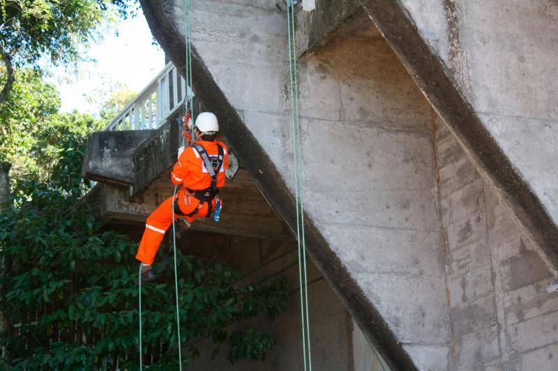 Serviços de alpinismo industrial